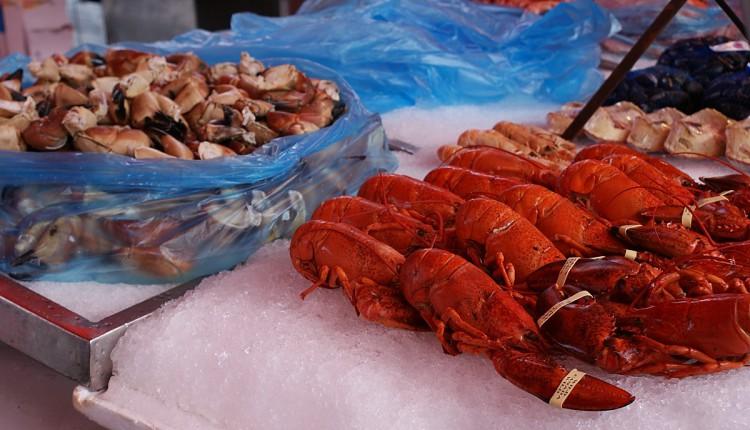 Auslagen auf dem Fischmarkt Bergen