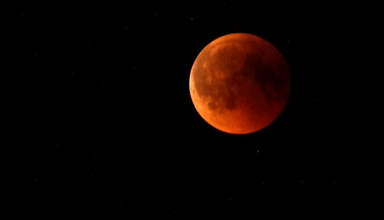 Farbspezial Wie Kombiniere Ich Die Trendfarbe Taupe: Wie Ich Die Totale Mondfinsternis