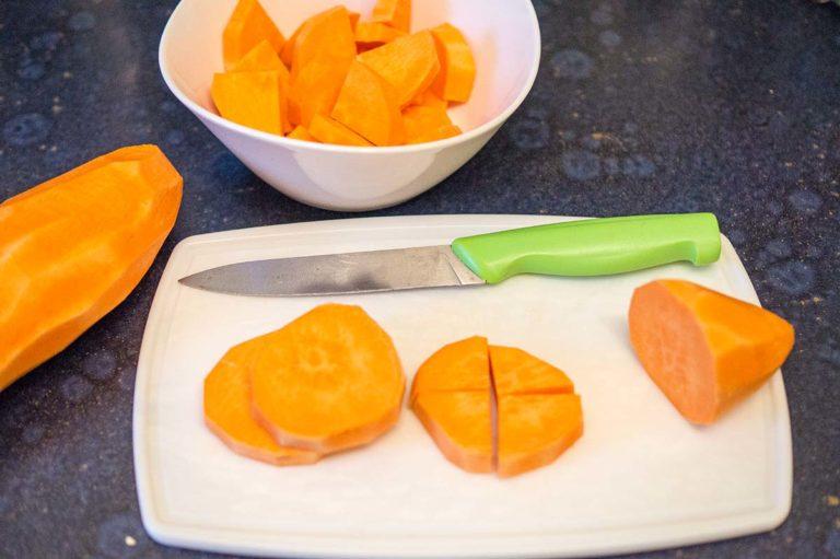 Süßkartoffeln vorbereiten