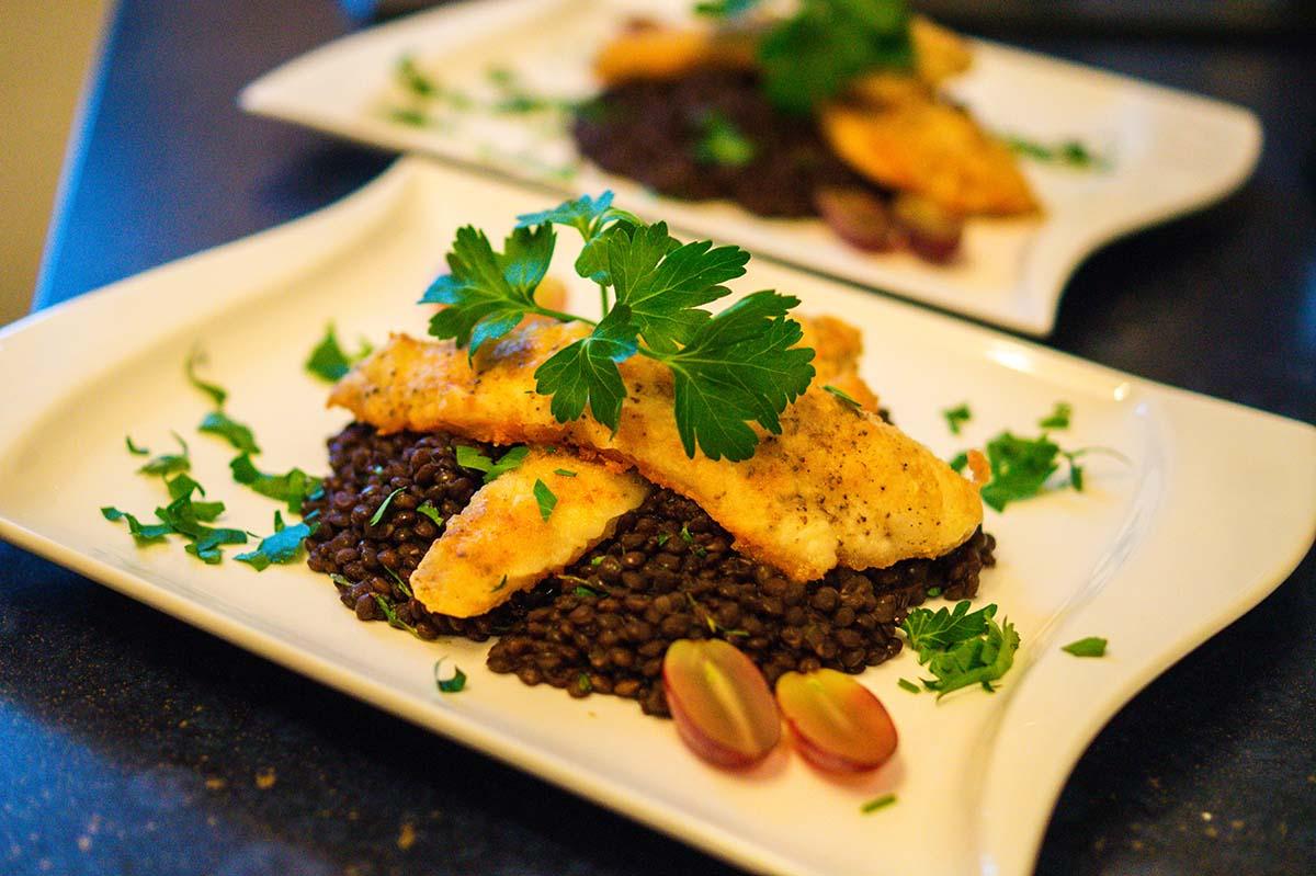Zanderfilet auf Beluga Linsen - ein perfektes Fischgericht