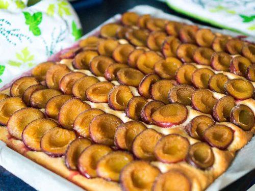 Pflaumenkuchen mit Hefeteig