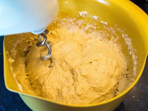 Pflaumenkuchen mit Hefeteig Teig