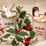 lustige Marshmallow Figuren und Heiße Schokolade