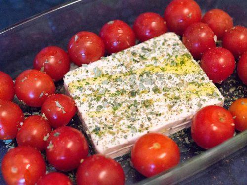 Feta und Tomaten für Baked Feta Pasta